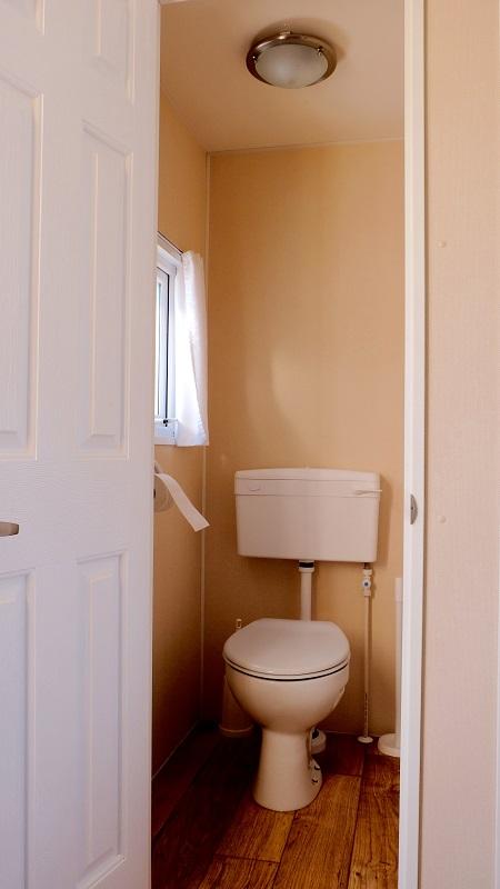 Chalet Toilet c